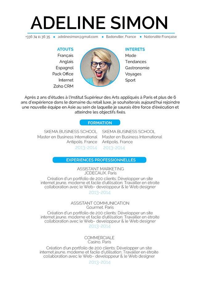 Un CV word avec une mise en page bien centrée. Les informations clés sont valorisées par le bleu et un choix de caractères bien étudié.