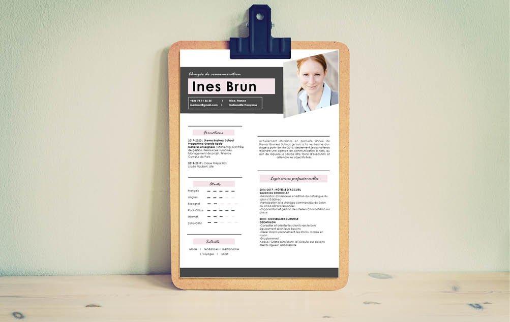 Peu de difficultés à reproduire le design de CV, au demeurant assez simple.