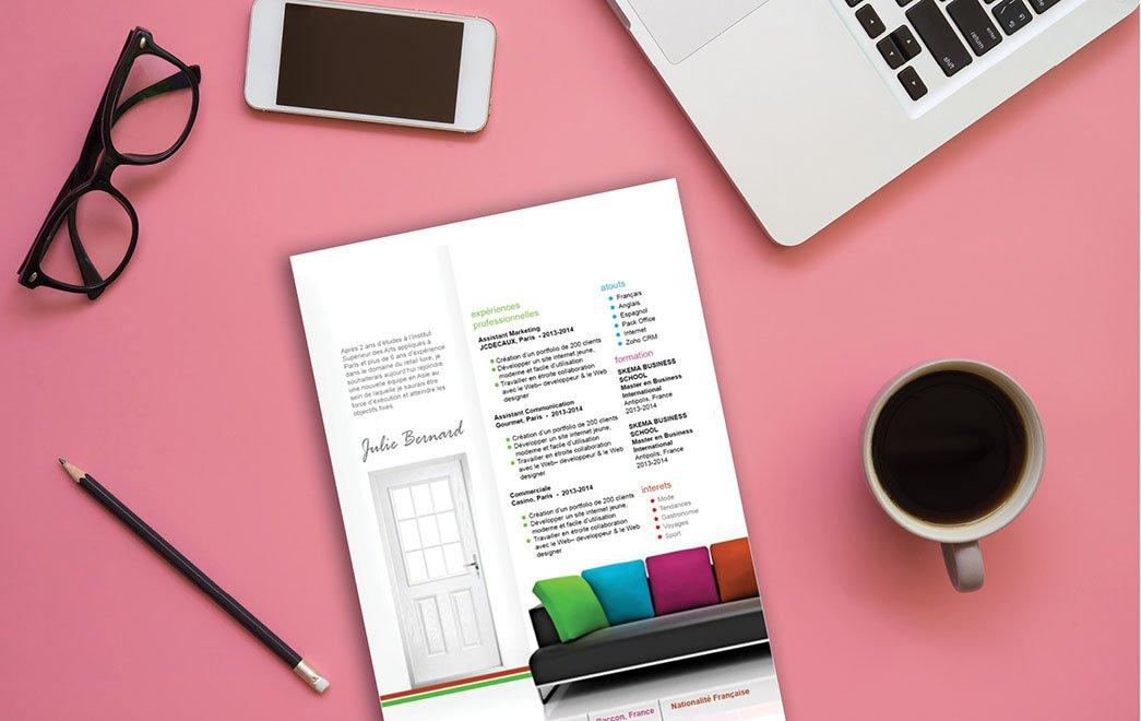 Curriculum vitae répertoriant dans des formes de murs, portes vitrées et autres les renseignements, informations et aptitudes professionnelles du candidat.
