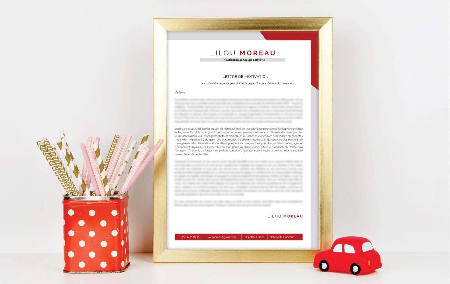 Un modèle de lettre de motivation combinant élégamment le gris et le rouge pour sortir du lot.