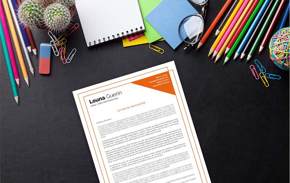 Une lettre de motivation créative qui a du relief, avec deux cadres orange superposés et le coin droit coloré.
