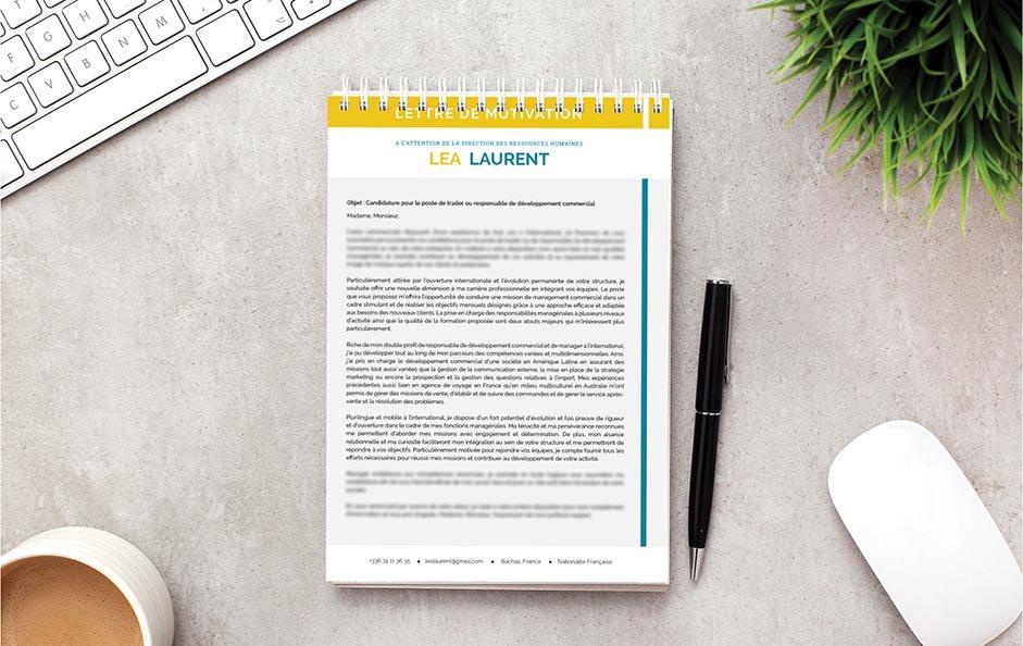Un exemple de lettre de motivation rehaussant son contenu avec un mariage de jaune et de bleu.