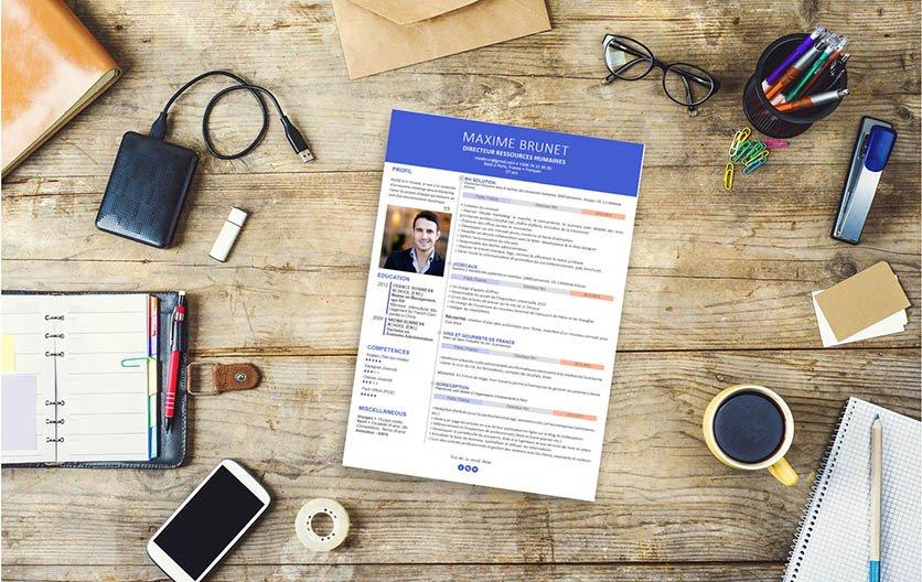 Un modèle de CV mariant agréablement le bleu avec des petites touches de rose et de blanc.